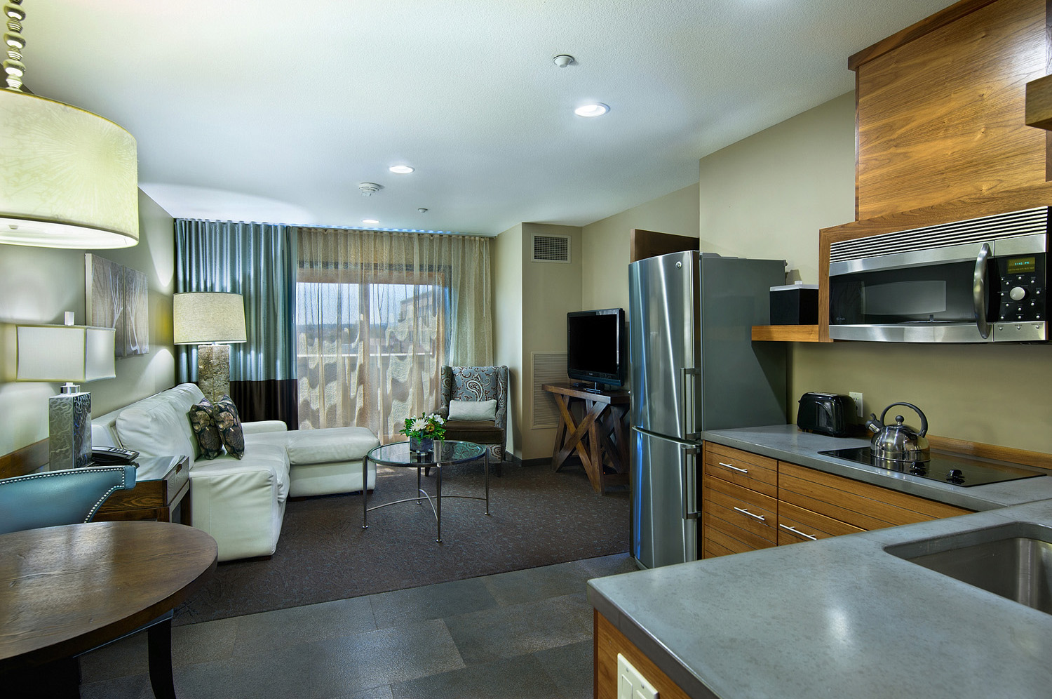 Spacious Hotel Rooms in Bend OR  Oxford